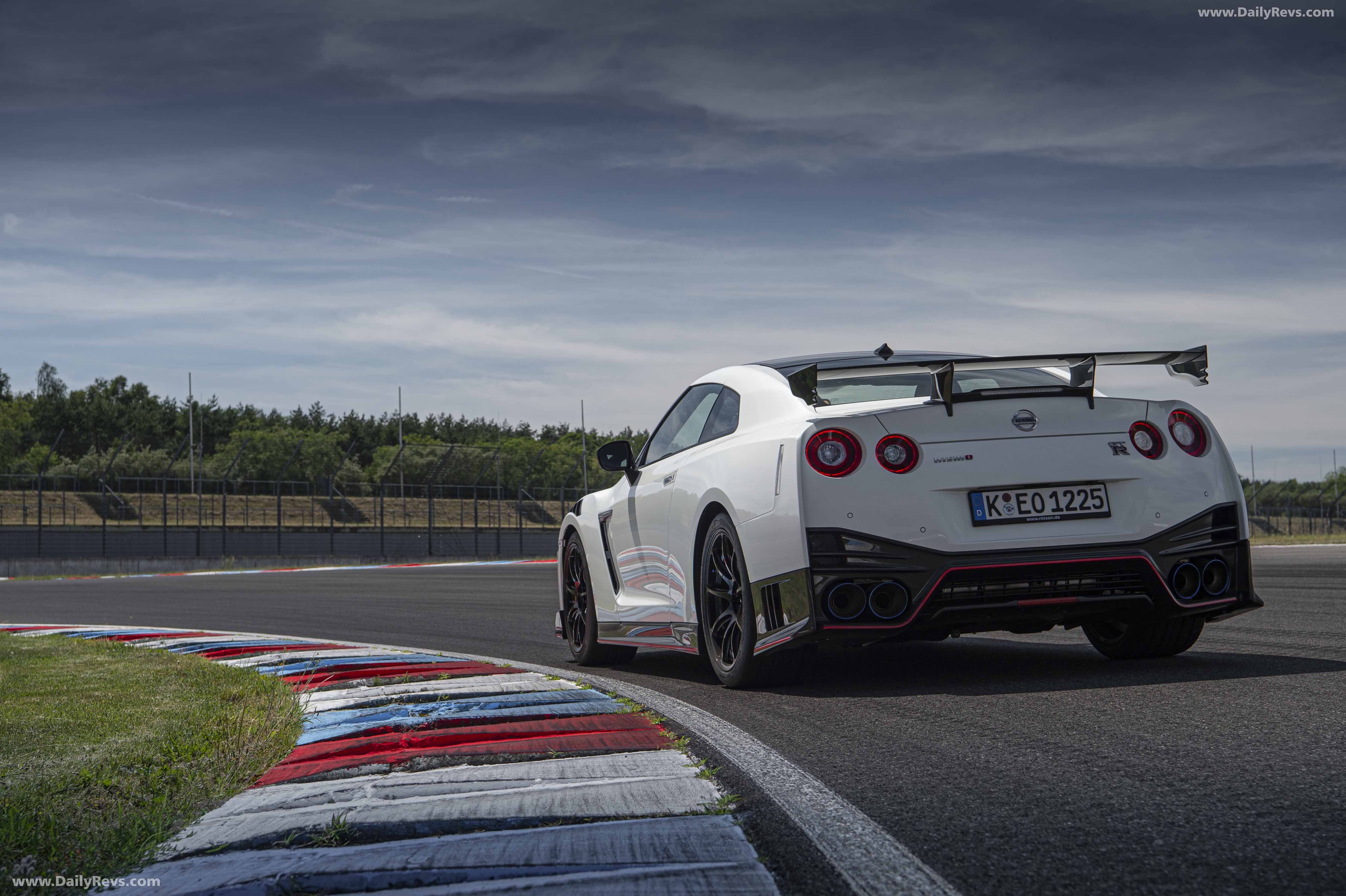 2020 Nissan GT-R Nismo - HD Pictures, Videos, Specs ...