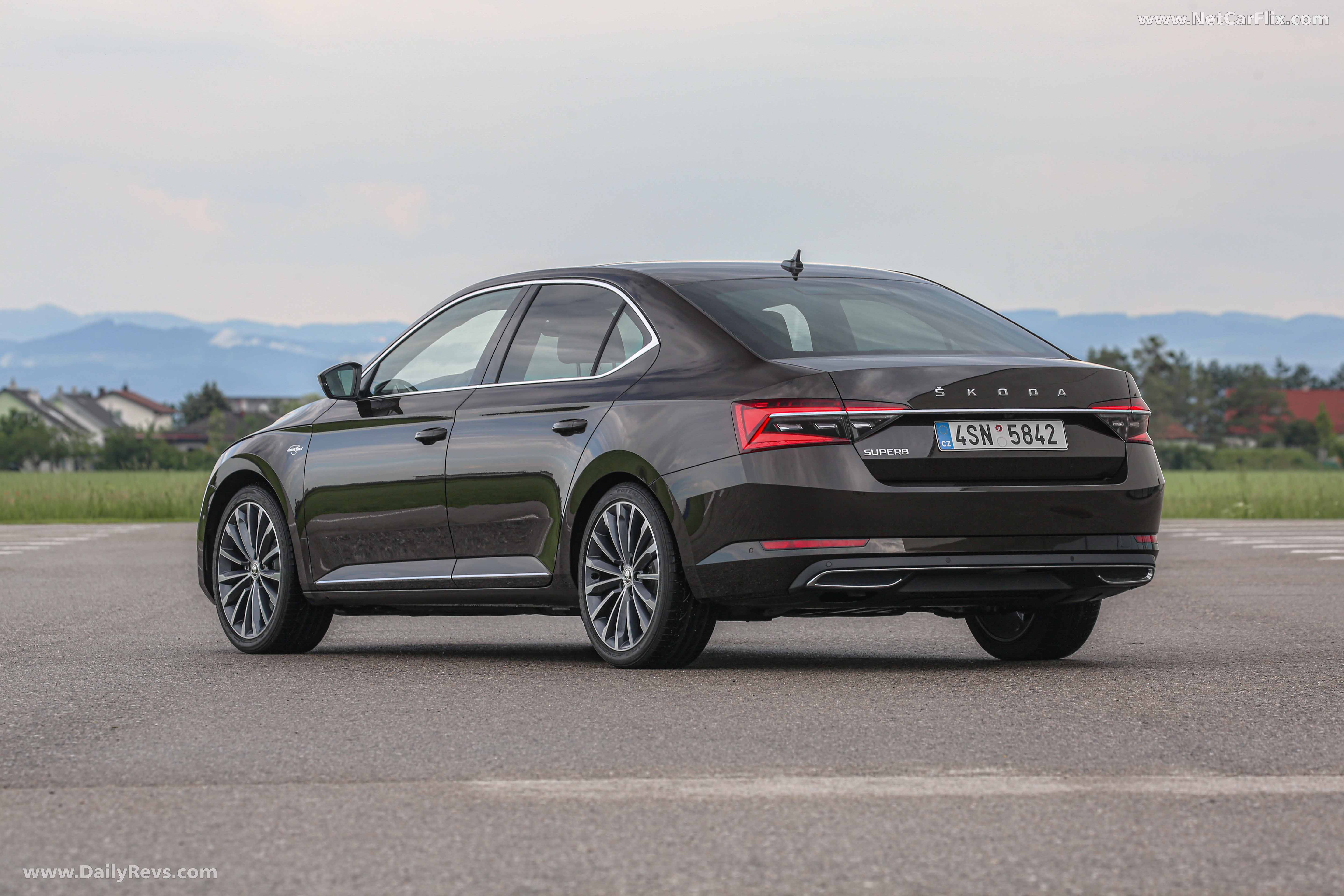 2020 Skoda Superb - HD Pictures, Videos, Specs ...