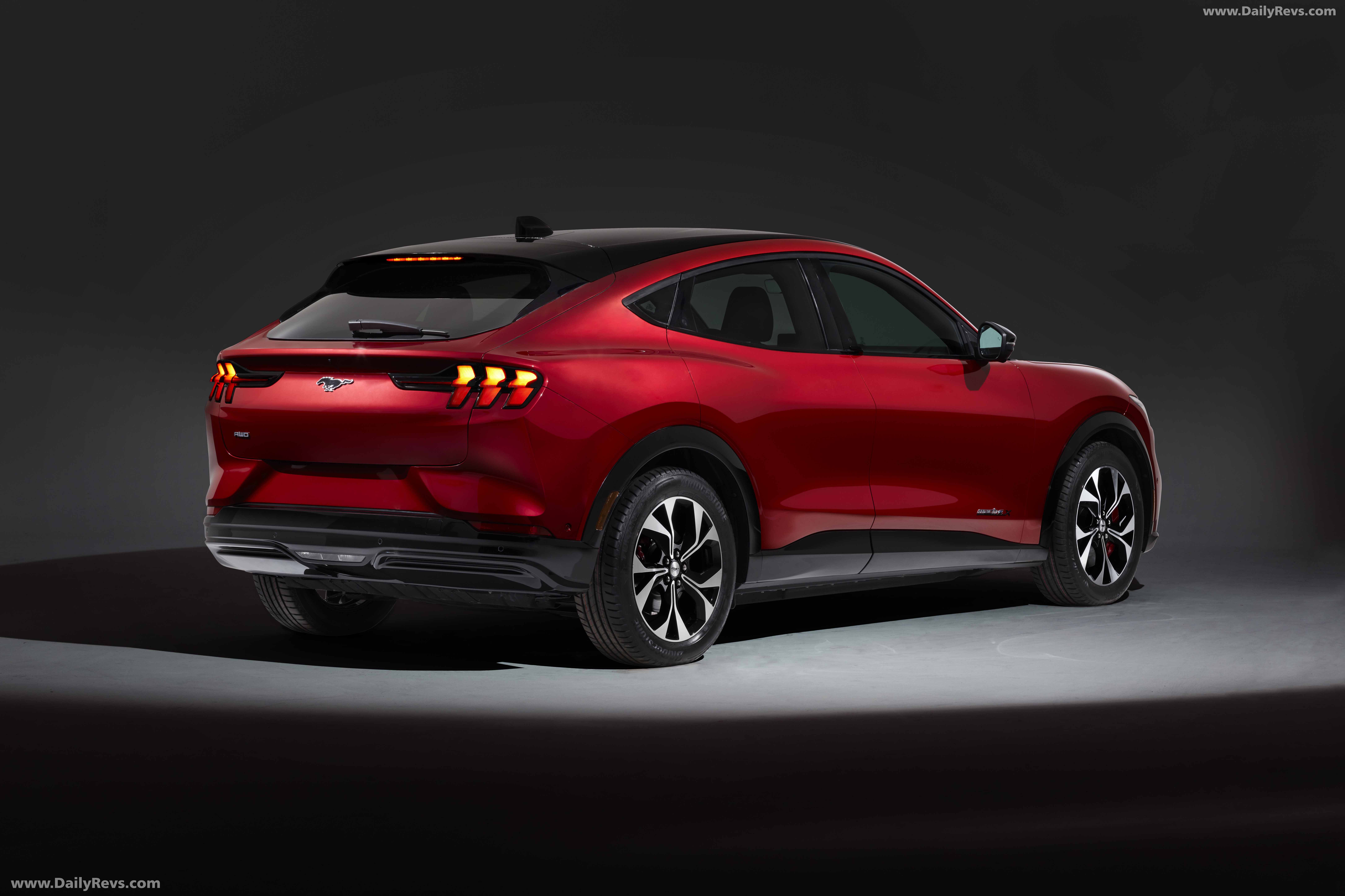 2021 Ford Mustang Mach-E full