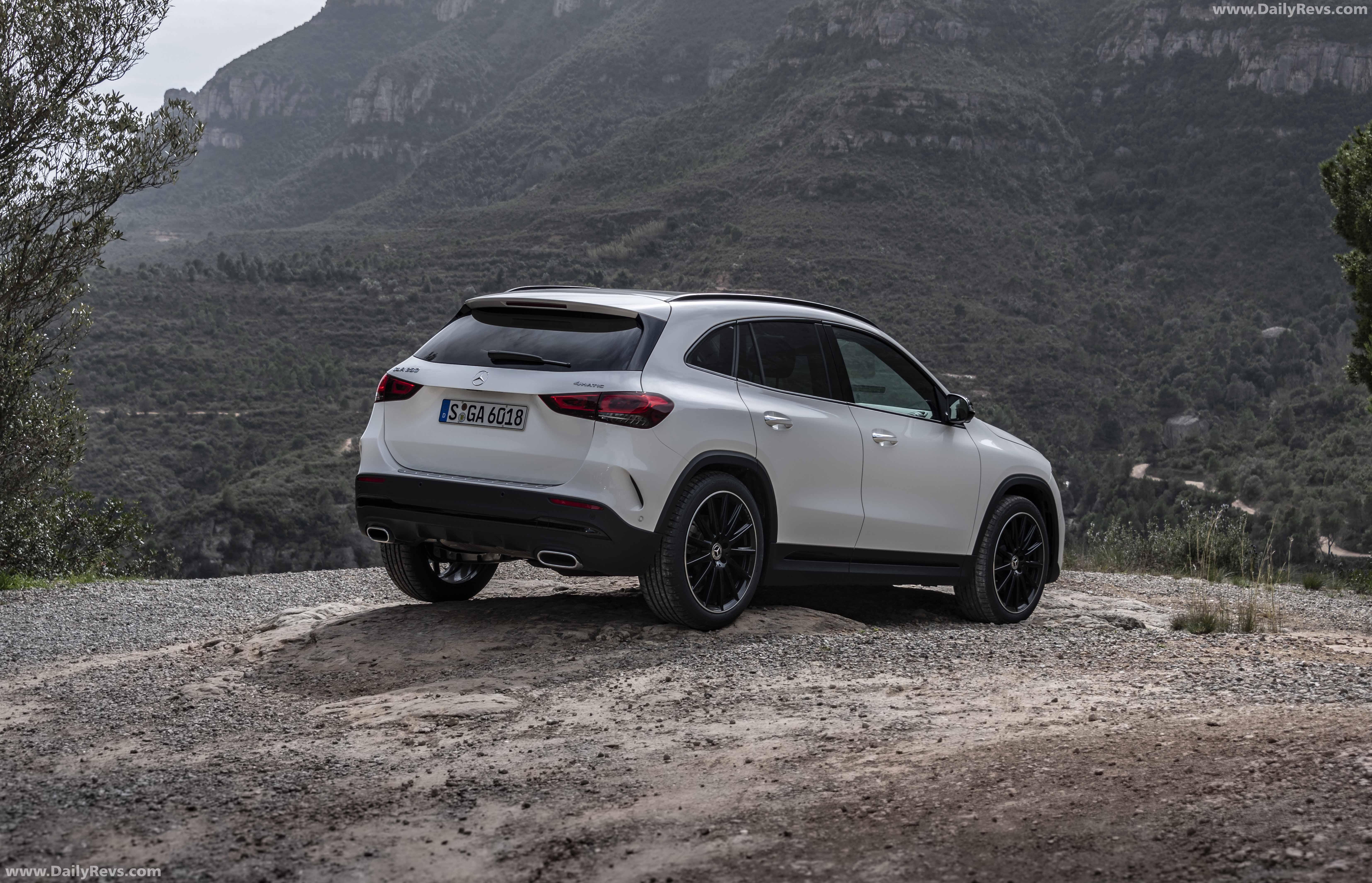 2021 Mercedes-Benz GLA full