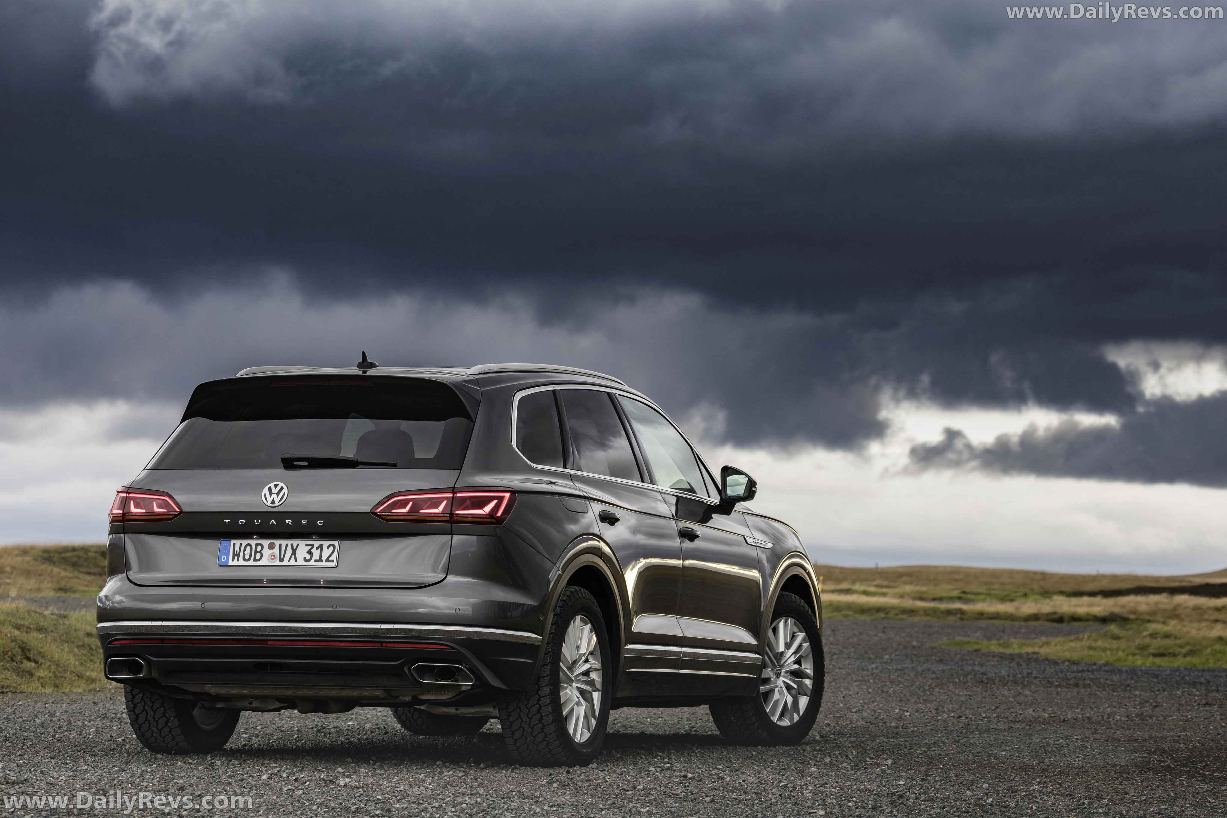 2020 Volkswagen Touareg SE - HD Pictures, Videos, Specs ...